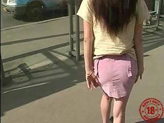Девушка на улице пикап видео