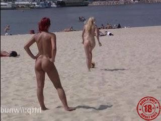 Порно видео русское девушка шла с рынка ее сняли пикаперы в парке