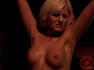 Смотреть онлайн порно клипы пикаперы поймали девку на улице и затащили в подвал