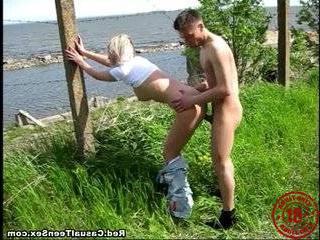 Пикап на берегу реки порно