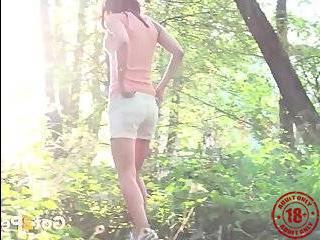 Порно пикапер отвез девку в лес